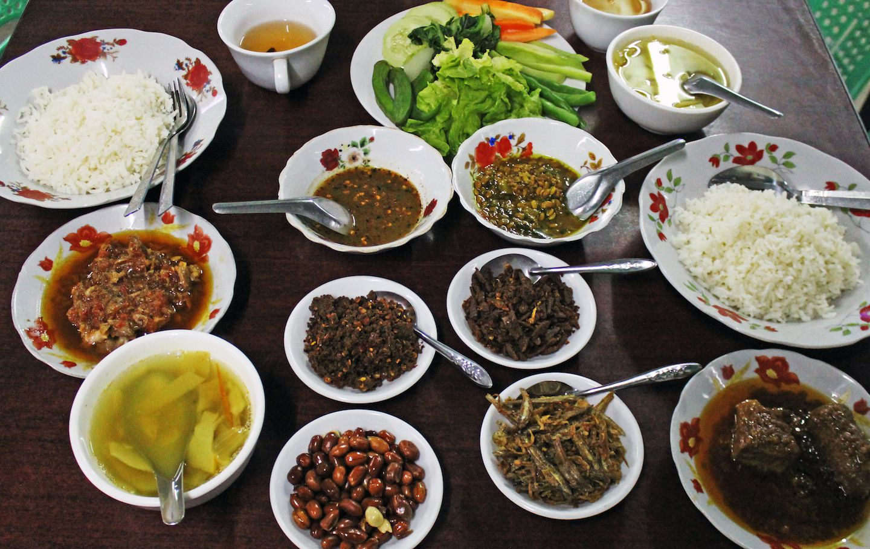 myanmar traditional food essay